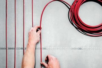 Как проходит укладка и монтаж электрического теплого пола и что необходимо учитывать