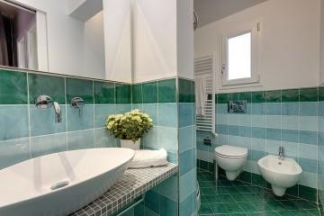 Электрический обогреватель для ванной комнаты: виды и модели отопительной техники